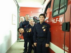 Jugendgruppe mit Komandant Leitner und Stv. Aigner